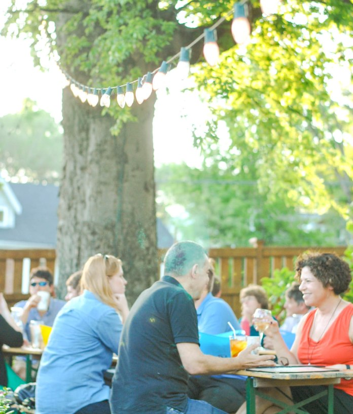 East-nashville-original-outdoor-dining-where-to-eat-in-music-city-best-burgers-3